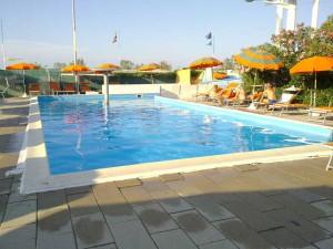 hotel_emma_piscina_rivabella